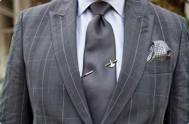 подарок на Новый год - заколка для галстука